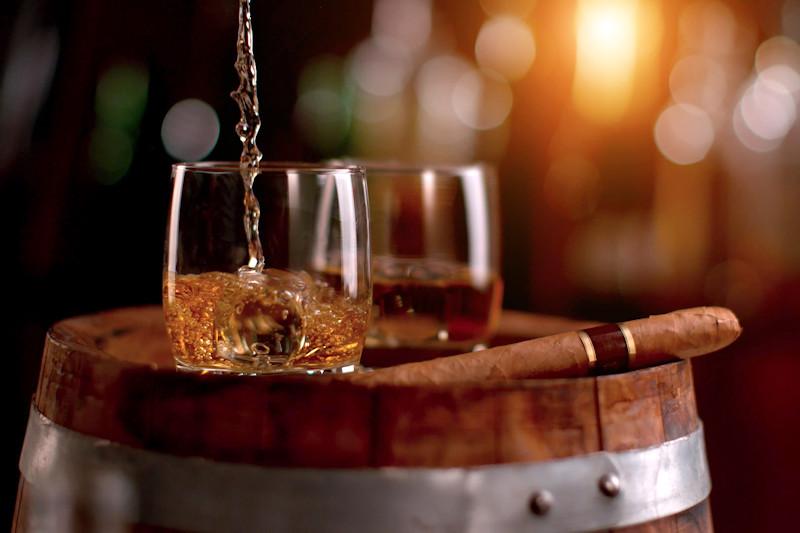 Bourbon Tours - pouring bourbon into a glass